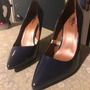 Navy mossimo pumps size 7
